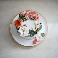 디테일이 예뻤던 케이크 weekly cake #플라워케이크 #플라워케익#koreanflowercake #flowercake… Flower Cupcake Cake, Flower Cake Design, Cupcake Cakes, Flower Cakes, Fancy Cakes, Cute Cakes, Pretty Cakes, Korean Buttercream Flower, Buttercream Flower Cake