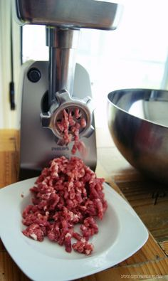 Chorizos parrilleros - Gastronoming   Gastronoming Pitaya, Popcorn Maker, Food And Drink, Kitchen Appliances, Meat, Cooking, Gastronomia, Recipes, Tips