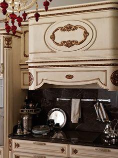 Cucina di lusso, cappa e piano cottura
