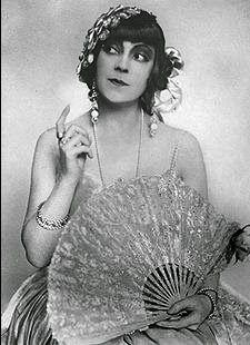 Cinema History / Asta Nielsen / Sinema Tarihi / Sinemanın ilk uluslararası yıldızı Old Film Posters, Vintage Style, Vintage Fashion, Picture Cards, Number One, Old Photos, Style Icons, Divas, Cinema
