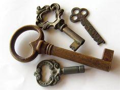 4 vintage keys