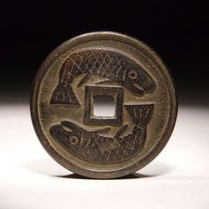 A85 Ancient Chinese Two Fishes Bronze Flower Coin 4CM 雙魚…