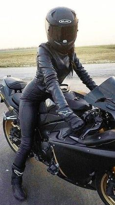 Awesome Harley davidson motorcycles images are available on our site. look at this and you wont be sorry you did. Female Motorcycle Riders, Motorbike Girl, Harley Davidson, Lady Biker, Biker Girl, Scrambler Motorcycle, Motorcycle Jacket, Bangkok, Motorbikes Women