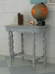 A table in distress - Lovely Etc.
