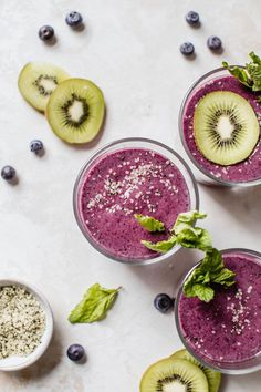 Enjoy this delicious Blueberry Kiwi Protein Smoothie as a filling breakfast or post workout meal--the addition of hemp seeds will keep you fuller longer! Kiwi Smoothie, Smoothie Detox Plan, Cleanse Detox, Juice Cleanse, Nutritious Smoothies, Protein Smoothie Recipes, Apple Smoothies, Protein Shakes, True Fruits