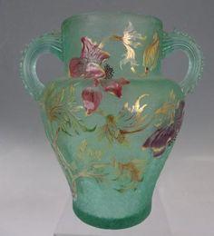 É.GALLÉ (1846-1904)___ Haut vase balustre à deux anses détachées et dente