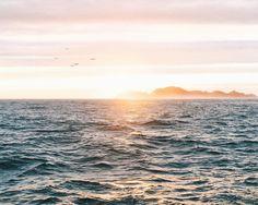 El #amanecer camino de las #IslasCíes #RíasBaixas #Galicia #SienteGalicia #visitciesislands #livecies #adandventures #turismomarinero #weareforestia
