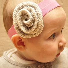 Knit flower headband. *baby m.j. you are going to be sooo spoiled!!!!!!* (for the neice ;) )