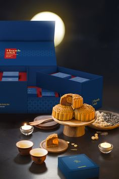 Packaging of the World is a package design inspiration archive showcasing the best, most interesting and creative work worldwide. Moon Cake, Packaging Design Inspiration, Food Photography, Yummy Food, Creative Package, Package Design, Gallery, Mooncake, Delicious Food