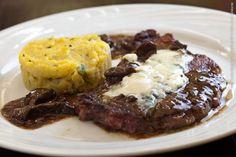 Plaza Navona (jantar)    Bife ancho ao molho de Funghi Secci com polenta mole e Roquefort gratinado