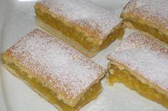 Tento koláč vás dostane svou šťavnatostí, kterou mu dodají jablka, i božskou lehkostí.. Czech Recipes, Ethnic Recipes, Apple Cake Recipes, Cake Bars, Apple Slices, Scones, Cornbread, Vanilla Cake, Sandwiches