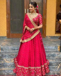Wedding Lehenga Designs, Designer Bridal Lehenga, Indian Bridal Lehenga, Indian Bridal Outfits, Indian Bridal Fashion, Indian Bridal Wear, Indian Gowns Dresses, Indian Fashion Dresses, Indian Designer Outfits