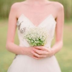 Our roundup of creative baby's breath ideas from bouquet to centerpiece  (Confetti Daydreams)