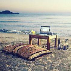 La vrai vie #plage #macbook #meditation #geek  #planetegeeks #planete #geeks