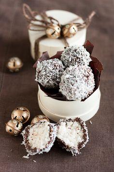 bounty-tryffelit on Chocochili Coconut Truffles, Cake Truffles, Truffles Recipe, Chocolate Shop, Vegan Chocolate, Sweets Recipes, Raw Food Recipes, Mini Desserts, Delicious Desserts
