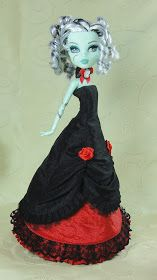 Monster High doll clothes, creepy scary art rag dolls - all handmade by me with a lot of love and care. Welcome!
