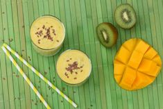 This 3 step Mango Kiwi Smoothie is fresh, delicious, and best of all, healthy. It's great for breakfast, as snack or dessert! Kiwi Smoothie, Kefir, Detox Drinks, Juice, Mango, Food And Drink, Snacks, Make It Yourself, Breakfast