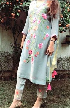 Do you require the best Latest Elegant Punjabi Suit and Salwaar Suit in which case CLICK Visit link to read Punjabi Dress, Pakistani Dresses, Indian Dresses, Indian Outfits, Punjabi Suits, Salwar Suits, Kurta Designs Women, Blouse Designs, Fashion Pants