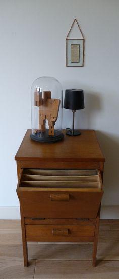 jaren 20 archiefkastje in uitstekende conditie  Neem eens een kijkje in onze webshop!  Take a look at our website   www.vanoudedingen.nl
