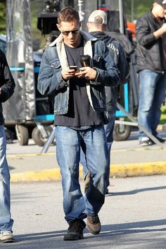 Tom Hardy Photos - Tom Hardy And Chris Pine On The Set Of 'This Means War' - Zimbio