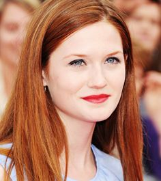 Bonnie Wright at the National Movie Awards Bonnie Wright, Bonnie Francesca Wright, Gina Weasley, Red Hair Inspiration, Shades Of Red Hair, Harry And Ginny, Woman Movie, Gorgeous Redhead, Hollywood Celebrities