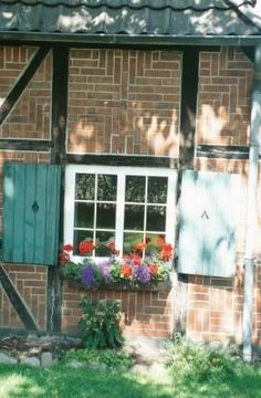 Having a home with a brick-veneer siding should not keep you from installing a window box. Mounting a box onto brick may seem impossible; however, it is an easy project requiring a few basic tools, sturdy metal brackets and masonry screws. Hanging Window Boxes, Window Box Flowers, Flower Boxes, Flower Basket, Brick Veneer Siding, Brick And Stone, Outdoor Projects, Outdoor Ideas, Outdoor Spaces