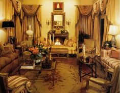 5 Opulent Interiors with Aubusson Rugs and Savonnerie Carpets Classical Interior Design, Interior Design Layout, Classic Living Room, Living Room Modern, Living Rooms, Interior Architecture, Interior And Exterior, Kitchen Layout Plans, Georgian Style Homes