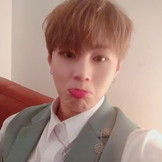 sungwoon just changed his fancafe display picture Jinyoung, Fandom, Always Remember You, Produce 101 Season 2, Fans Cafe, Ha Sungwoon, New Journey, 3 In One, Korean Boy Bands