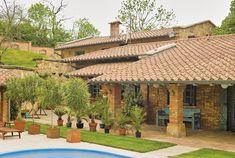 Összeállításunkban bemutatjuk neked a legszebb mediterrán házakat, amiket látva biztosan tátva marad majd a szád. Az egyik legkedveltebb stílus, meseszerű báj és harmónia jellemző ezekre a csodaszép épületekre.
