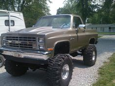 Back Yard Garage — Oh box on boggers! Chevy Stepside, Chevy 4x4, Chevy Pickup Trucks, Gm Trucks, Chevy Pickups, Chevrolet Trucks, Cool Trucks, Chevrolet Silverado, Classic Pickup Trucks