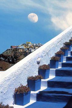 GREECE CHANNEL | Moonrise over #Fira, #Santorini http://www.greece-channel.com/