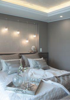 Kuva makuuhuoneesta kohteesta Villa Tango. Makuuhuoneen sisustuspinnoissa köytetty Novacolor tuotteita: MATmotion sisustusmaalia ja sängynpäädyssä metallihohtoista Novacolor Animamundi -sisustusmaalia. Kohteen sisustussuunnittelu: inhousedesign. Lisätietoja tuotteista: info@dekotuote.fi / 045 345 2345 / www.dekotuote.fi #asuntomessut2016 #seinäjoki #villatango #novacoloritalia #animamundi #matmotion #sisustusmaali #metallihohtoinen #makuuhuone #dekotuote #upeatpinnat #asuntomessut2016 Home Bedroom, Villa, Tango, Bedroom Inspiration, House, Furniture, Home Decor, Bedrooms, Bedroom