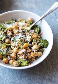 Israeli Couscous Salad With Broccoli, Chickpeas, and Pesto Couscous Salat mit Brokkoli, Kichererbsen & Pesto – Israel Veggie Recipes, Whole Food Recipes, Vegetarian Recipes, Cooking Recipes, Healthy Recipes, Vegan Couscous Recipes, Vegan Meals, Pearl Couscous Recipes, Dinner Recipes