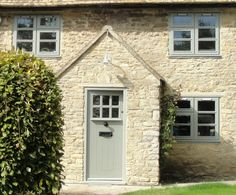 farrow & ball painted window frames - Google Search Victorian Homes Exterior, Victorian Front Doors, Victorian House, Painted Window Frames, Painted Front Doors, Painted Wood, Cottage Windows, Cottage Door, House Window Design