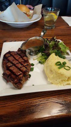 [I ate] porterhouse steak with mash salad and mushroom gravy from tgi Fridays I Love Food, Good Food, Yummy Food, Food Porn, Snap Food, Tumblr Food, Food Snapchat, Food Goals, Cafe Food