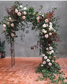 Asymmetrical ceremony arch is just unique enough to be a stand out 👐/ Floral installation, wedding flowers, wedding florals Wedding Ceremony Ideas, Wedding Aisles, Wedding Altars, Wedding Aisle Decorations, Ceremony Backdrop, Wedding Centerpieces, Wedding Bouquets, Garden Wedding, Wedding Backdrops