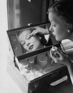 SECRET OF MUSIC: Vintage Vanities & Old Hollywood Glamour