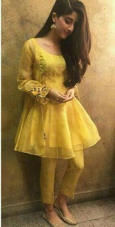 Pakistani Fashion Party Wear, Indian Fashion Dresses, Dress Indian Style, Indian Designer Outfits, Muslim Fashion, Emo Fashion, Fall Fashion, Fashion Women, Beautiful Pakistani Dresses