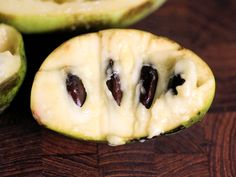 The Paw paw fruit tree, Asimina triloba, is the largest edible wild fruit native to the USA and can be found growing wild in the southeastern states in USDA zones through Strawberry Plants, Strawberry Banana, Grow Strawberries, For Your Health, Health And Wellness, Health Tips, Paw Paw Fruit, Banana Types, Beautiful Fruits