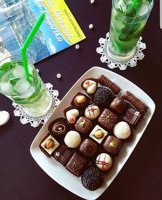 Savršeno idu uz druženje i svežu limunanu.   #kolaci #beograd #chocolates #lemonade #mint #relax #enjoy