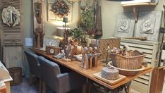 Sfeerbeeld winkel sept 2018 Antique Decor, Table Settings, Antiques, Crafts, House, Old Fashioned Decor, Antiquities, Antique, Manualidades