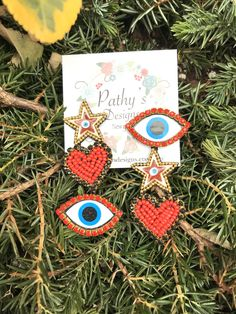 No te pierdas este artículo de mi tienda de STUD red handmade earring lightweight star evil eye red blue amazing earring-one of the kind jewelry-jewelry exclusive handmade Bead Embroidery Jewelry, Beaded Embroidery, Beaded Jewelry, Diy Earrings, Earrings Handmade, Handmade Jewelry, Aesthetic T Shirts, Amazing Red, Seed Stitch