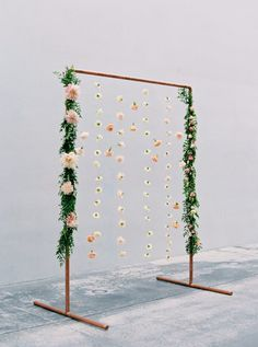 New wedding arch floral hanging flowers 20 Ideas Wedding Ceremony Decorations, Wedding Table Centerpieces, Flower Centerpieces, Wedding Arches, Ceremony Backdrop, Wedding Ideas, Wedding Backdrops, Wedding Ceremonies, Centerpiece Ideas