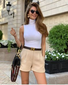 Check out these trendy street style outfits perfect for strutting down the streets of London this year. Elegant Summer Outfits, Classy Outfits, Sexy Outfits, Chic Outfits, Fashion Outfits, Fashion Trends, Fashion Ideas, Fashion Tips, Street Style Outfits