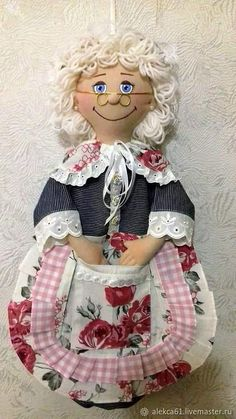 Sewing Aprons, Sewing Toys, Sewing Crafts, Sewing Projects, Granny Dolls, Grocery Bag Holder, Crochet Eyes, Plastic Bag Holders, Felt Baby
