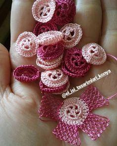 Hayırlı Akşamlar 😊 hadi bismillah çiçeklere başladım💪kolay gelsin bana😇 #igneoyasi #igneoyasihavlu #havlu #siparis #kesfet #handmade #instagramers #a101 #bim #objektifimden #pembe #elisim #konya #türkiye #istanbul Crochet Crafts, Crochet Projects, Crochet Stitches, Couch Blanket, Crochet Bedspread, Needle Lace, Crochet Flowers, Tatting, Stud Earrings