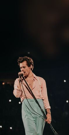 One Direction Harry Styles, One Direction Photos, Harry Styles Pictures, Getting Drunk, H Style, Harry Edward Styles, Philadelphia, Husband, Tours