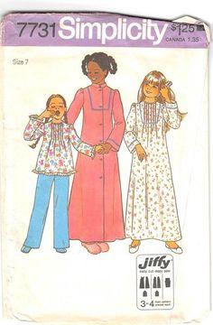 SIMPLICITY 7731 - FROM 1976 - UNCUT - GIRLS JIFFY ROBE, NIGHTGOWN & PAJAMAS