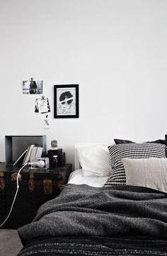 Home Decor – Bedrooms : Likainen Parketti. I love her home. -Read More – Dream Bedroom, Home Bedroom, Bedroom Decor, Bedroom Small, Bedroom Black, Design Bedroom, Funky Bedroom, Master Bedroom, White Bedrooms