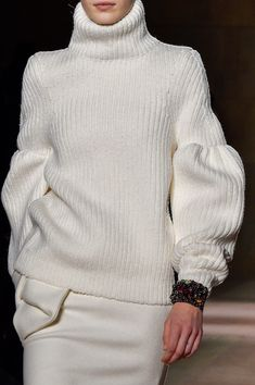 welcome in the world of fashion — Victoria Beckham - New York Fashion Week - Fall. New York Fashion, World Of Fashion, Knitwear Fashion, Knit Fashion, Mode Victoria Beckham, New Yorker Mode, Fashion Details, Fashion Design, Sonia Rykiel